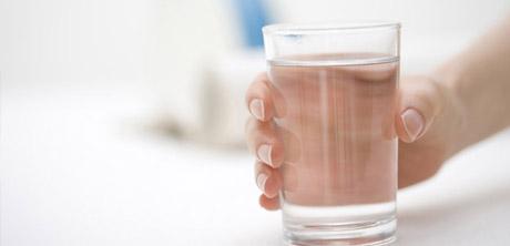 l'eau minérale naturelle : des caractéristiques uniques